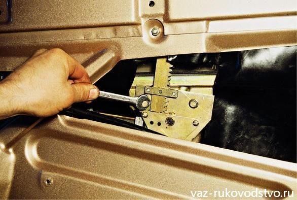Фото №8 - ВАЗ 2110 установка стеклоподъемников