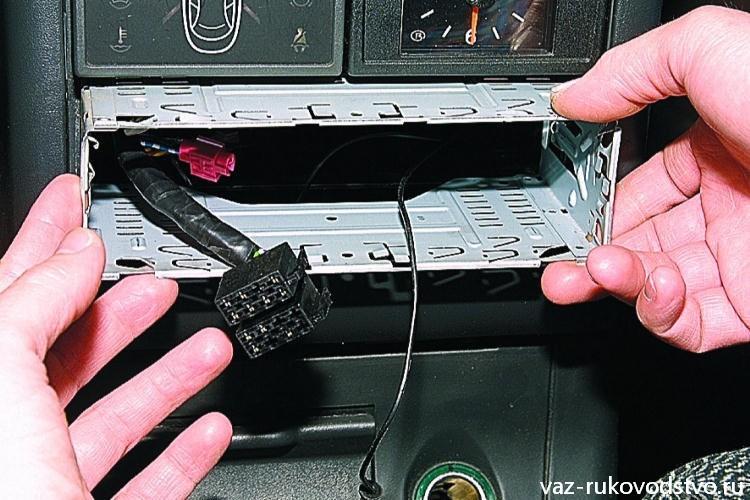 Установить автомагнитолу своими руками видео